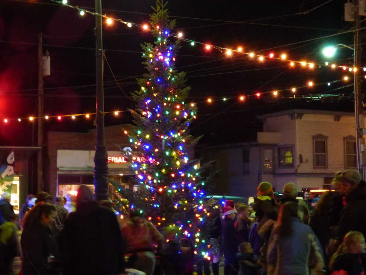 #Farmington #Holiday Tree Lighting #Ceremony Dec 1st- Farmington #FirstNight Dec 31st